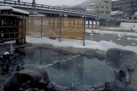 雪の河原風呂