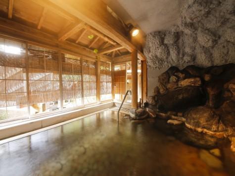 左の湯:投入れ堂洞窟風呂